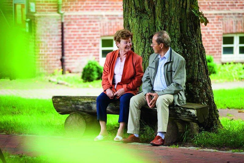 Ehepaar auf Bank